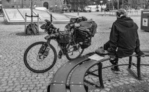 nr 25 Evelyn Pettersson Fiig - Udenfor og alene