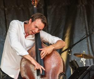 nr 6-Ove Lyngsie-Bassisten